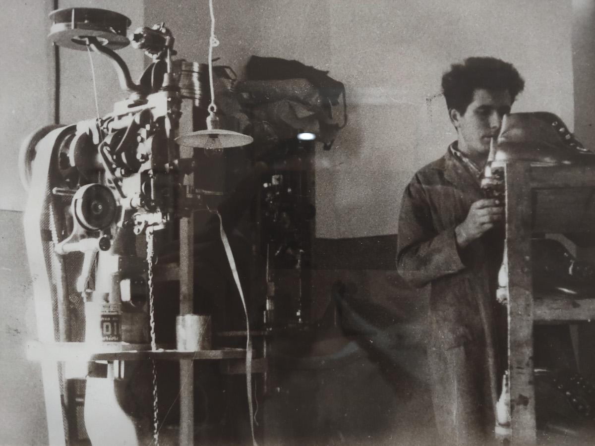 il fondatore Giovanni Fogliato al lavoro nel laboratorio